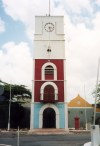 Aruba - Oranjestad: clock tower (photo by M.Torres)