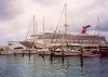 Aruba - Oranjestad: yach basin - dwarfed by the cruise ship (Carnival Destiny) (photo by M.Torres)