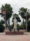 Aruba - Oranjestad: Queen Wilhelmina in the park (photo by M.Torres)