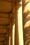 Azerbaijan - Baku: columns of the peristyle - Carpets museum - shadows and light - photo by M.Torres