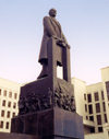 Belarus - Minsk: comrade Vladimir Ilich Lenin on Nezaleznasci square (photo by Miguel Torres)