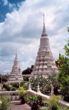 Cambodia / Cambodje - Phnom Penh: Royal Palace - stupas in the gardens (photo by M.Torres)