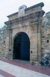 Ceuta: San Luis gate - the Portuguese fortress - European Union in Africa / Porta maneirista na fortalesa Portuguesa - Porta de São Luis / Puerta de San Luis - photo by M.Torres