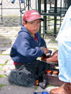 Quito, Ecuador: child labour - shoe shine - people - South America - photo by R.Eime