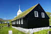 Kaldbak, Streymoy island, Faroes: picturesque parish church and grave stones - photo by A.Ferrari