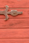 Gotland island - Visby: door detail - hinge / g�ngj�rn - photo by C.Schmidt