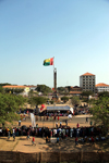Bissau, Guinea Bissau / Guiné Bissau: Amílcar Cabral ave., Empire Square, Carnival, view from the Presidential palace, former monument to the 'Effort of the Race', now honours the 'Independence Heroes' and Guiné-Bissau flag / Avenida Amilcar Cabral, Praça do Império, vista do Palácio da Presidêncial, bandeira da Guiné-Bissau - photo by R.V.Lopes