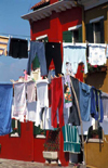 Italy - Burano (Veneto): drying - clothes line - photo by W.Schipper