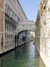 Italy / Italia - Venice / Venezia: Bridge of Sighs - Ponte dei Sospiri - Rio di Palazzo - connects the old prisons to the interrogation rooms in the Doge's Palace (photo by M.Bergsma)