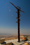 Mount Nebo - Madaba governorate - Jordan: the Brazen Serpent - sculpture by Italian artist Giovanni Fantoni - symbolizes the bronze serpent created by Moses in the wilderness (Numbers 21:4-9) and the cross upon which Jesus was crucified - view of the valley of the river Jordan - photo by M.Torres