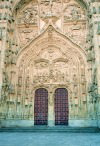 Leon - Salamanca: gate of the Catedral Nueva - late Gothic architecture (photo by Miguel Torres)