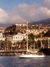 Madeira - Funchal: yacht in front of Pico fort / iate em frente ao Forte do Pico - photo by M.Durruti