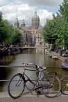 Netherlands / Holland - Amsterdam / Amesterdão: entering the Red Light District - quintessential Amsterdam - bike, canal and St Nicholas church - bicicleta (photo by M.Bergsma)