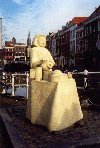 Netherlands - Delft (Zuid-Holland): statue on Phoenix straat (photo by Miguel Torres)