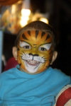 New Caledonia / Nouvelle Calédonie - Noumea: children enjoy face-painting during street markets (photo by R.Eime)