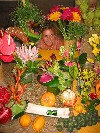 New Caledonia / Nouvelle Calédonie - Noumea: flower seller at the market (photo by R.Eime)