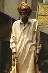Lahore, Punjab, Pakistan: old man in the old city - photo by G.Koelman