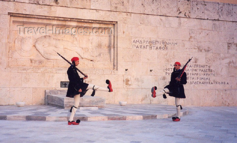Greece - Athens / Athina / Atenas / ATH: the Evzones march - tomb of the Unknown Soldier, by the Parliament - Plateia Syntagmatos - photo by M.Torres