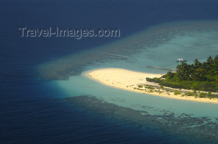 Maldives Aerial view of atoll beach (photo by B.Cain)