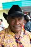 Samoa - Upolo - Apia: man with hat and tropical shirt - photo by D.Smith