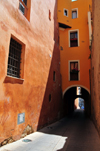 Cagliari, Sardinia / Sardegna / Sardigna: via del Fossario - narrow medieval alley leading to the Cathedral of St Mary - quartiere Castello - photo by M.Torres