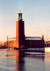 Sweden / Schweden - Stockholm: City hall tower with the Tre Kroner - the Stadshuset, architect: Ragnar Ostberg - Kungsholmen (photo by M.Torres)