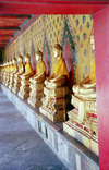 Thailand - Bangkok / Krung Thep / BKK: line of Buddhas - Royal palace (photo by Juraj Kaman)