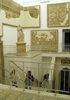 Tunis: Bardo Museum - stairs and Roman mosaics / mosaiques (photo by J.Kaman)