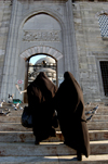 Istanbul, Turkey: muslim women entering the New mosque / yeni camii - photo by J.Wreford