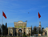 Istanbul, Turkey: Istanbul University - entrance gate and Turkish flags - Beyazit Square, Aksaray - Eminönü District - istanbul universitesi - photo by M.Torres