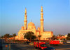 UAE - Jumeirah: mosque - late afternoon light - photo by Llonaid