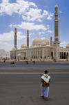 Sana'a / Sanaa, Yemen: man walks to the Ali Abdullah Saleh Mosque - designed for 40,000 worshippers - photo by J.Pemberton